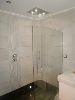 Joneau built in shower